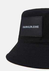 Calvin Klein Jeans - INST BUCKET UNISEX - Klobouk - black - 3