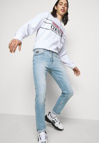 Versace Jeans Couture - AMETIST - Slim fit jeans - light blue denim - 3
