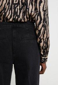 Bruuns Bazaar - ALLESIA MENELLE PANT - Flared Jeans - black - 4