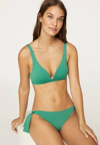 OYSHO - Bikini top - evergreen - 3