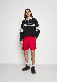 Jordan - JUMPMAN POOLSIDE - Shorts - gym red/black - 1