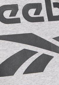 Reebok - IDENTITY CREW GRAPHIC - Sweatshirt - medium grey heather/black - 5