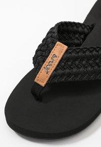 Reef - CUSHION THREADS - Sandály s odděleným palcem - black - 2