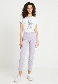 Merchcode - BRITNEY SPEARS - T-shirts med print - white - 1