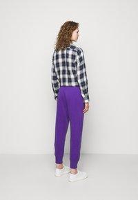 Polo Ralph Lauren - FEATHERWEIGHT - Pantaloni sportivi - purple rage - 2