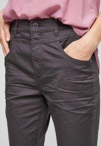 QS by s.Oliver - Shorts - dark grey - 4