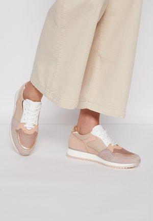 Sneakers laag - antikrosa/rame