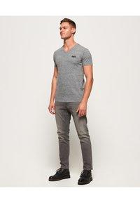 Superdry - VINTAGE  - T-shirt basic - flint stahlgrau gesprenkelt - 1