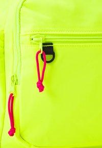 Tommy Jeans - URBAN ESSENTIALS BACKPACK UNISEX - Ryggsäck - yellow - 4
