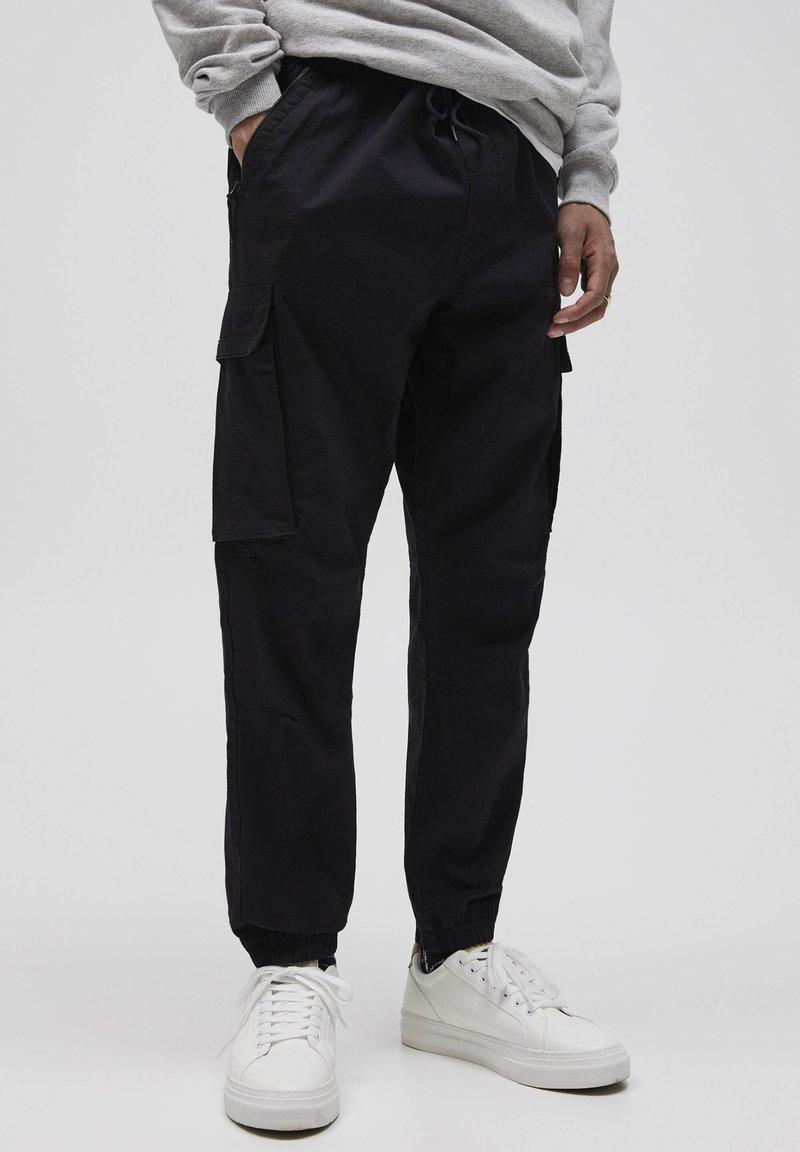 PULL&BEAR - Pantalon cargo - dark grey
