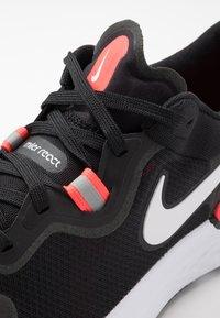Nike Performance - REACT MILER - Obuwie do biegania treningowe - black/white/laser crimson/oil green - 5
