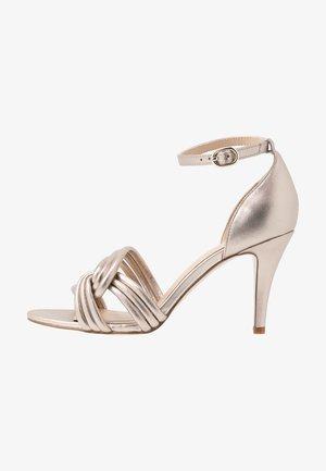 LEATHER HEELED SANDALS - Sandaler - gold