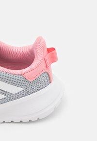 adidas Performance - TENSAUR RUN UNISEX - Zapatillas de running neutras - grey two/footwear white/super pop - 5