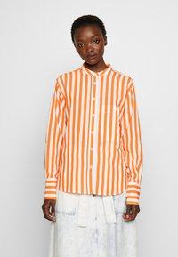 CLOSED - ROWAN - Button-down blouse - mango - 0