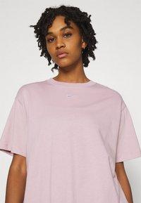 Nike Sportswear - Print T-shirt - champagne/white - 3