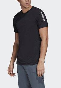 adidas Performance - ZUPAHIKE AEROREADY SHIRT - T-shirts med print - black - 5
