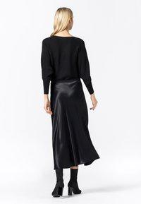 HALLHUBER - ROCK SWIRLING - A-line skirt - schwarz - 2