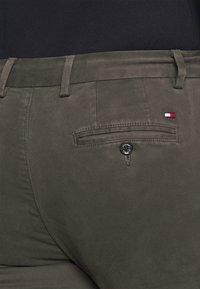Tommy Hilfiger - DENTON FLEX  - Chino kalhoty - grey - 4
