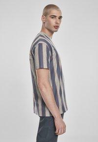 Urban Classics - T-shirt z nadrukiem - vintageblue - 4