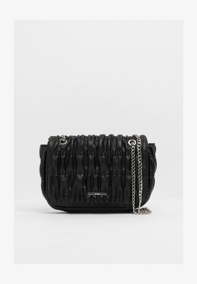 GESTEPPTE MIT FALTEN - Across body bag - black