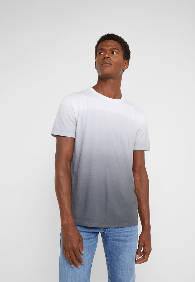 ANOUK - T-SHIRT// FARBE: WHITE/BLUE - T-shirt z nadrukiem - grey