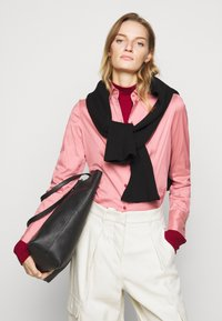 HUGO - THE FITTED  - Button-down blouse - dark pink - 4