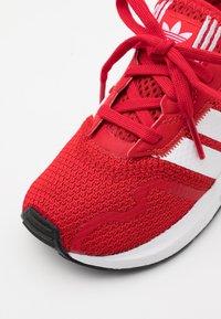 adidas Originals - SWIFT RUN UNISEX - Trainers - scarlet/footwear white/core black - 5