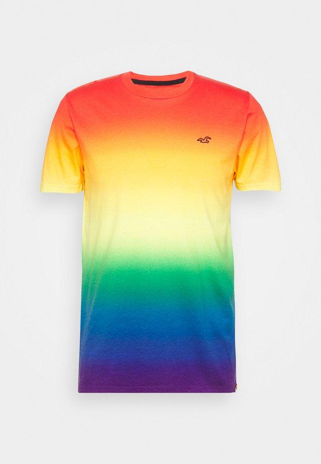 RAINBOW CREW OMBRE  - Camiseta estampada - multi coloured