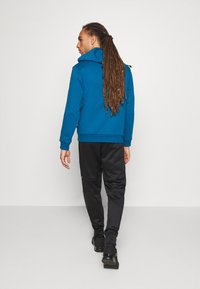 Puma - EVOSTRIPE WARM PANTS - Pantalon de survêtement - black - 2