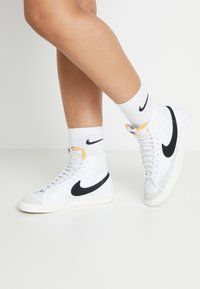 Nike Sportswear - BLAZER MID '77 - Sneakersy wysokie - white/black/sail blanc - 0