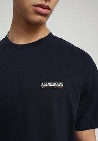 Napapijri - S-PATCH SS - T-shirt basic - blu marine - 4