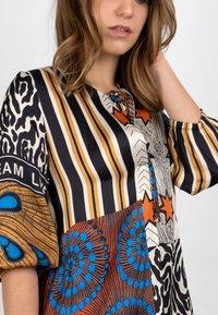 Grace - AFRICAN PATCH - Day dress - terra - 1