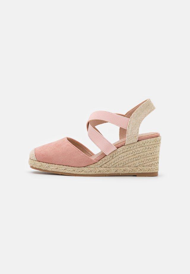 Sandalen met sleehak - cipria