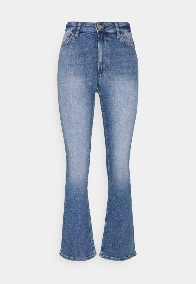 ONLCHARLIE LIFE - Jeans a zampa - medium blue denim