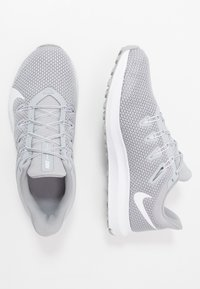 Nike Performance - QUEST 2 - Neutral running shoes - wolf grey/white - 1