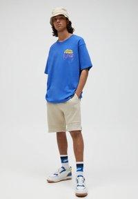 PULL&BEAR - Print T-shirt - mottled royal blue - 1