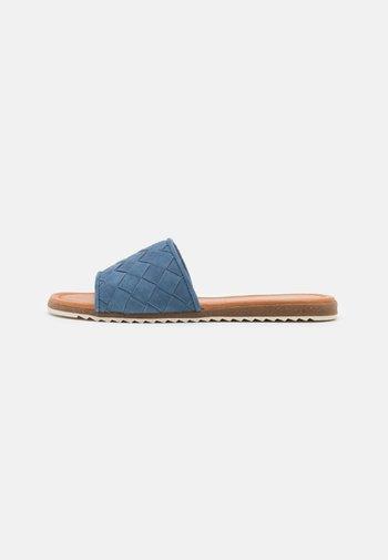 LI - Mules - blue