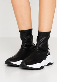 Versace Jeans Couture - CHUNKY SOLE - Baskets montantes - nero - 0