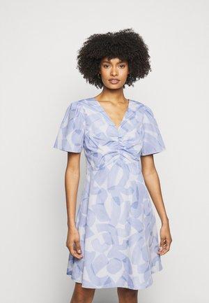 RUCHED FRONT DRESS - Vapaa-ajan mekko - blue multi