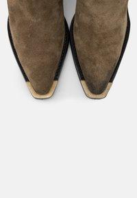 Bronx - NEW KOLE - High heeled boots - moss - 5