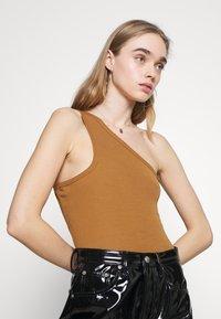 Fashion Union - AMALFI BODY - Topper - tan - 4