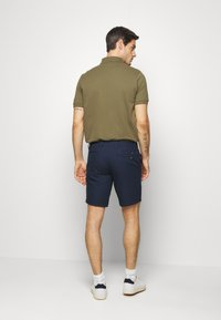 Tommy Hilfiger - DENTON CORP STRIPE - Shorts - blue - 2