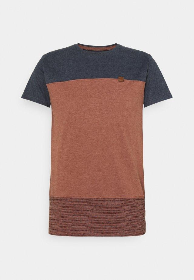 HAMMOND - Print T-shirt - rootbeer