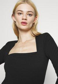 Even&Odd - PADDED SHOULDER DRESS - Žerzejové šaty - black - 3