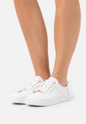 ESTEE - Sneakersy niskie - white