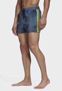 adidas Performance - 3-STRIPES FADE CLX SWIM SHORTS - Uimahousut - blue - 2