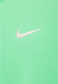 Nike Performance - RISE - Triko spotiskem - green glow/silver - 2