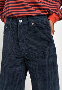 Levi's® - RIBCAGE CORD WIDE LEG - Flared Jeans - navy blazer plush cord - 4
