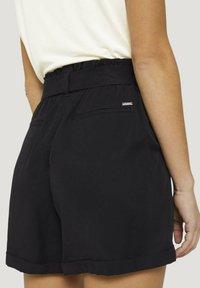 TOM TAILOR DENIM - Shorts - deep black - 5