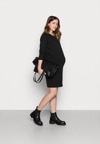 Dorothy Perkins Maternity - DRESS - Jerseyjurk - black - 1